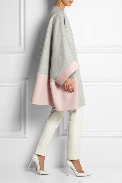 серое пальто с розовым