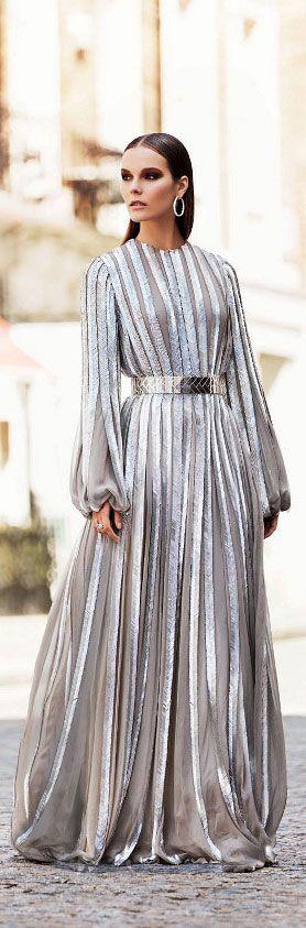 серое вечернее платье
