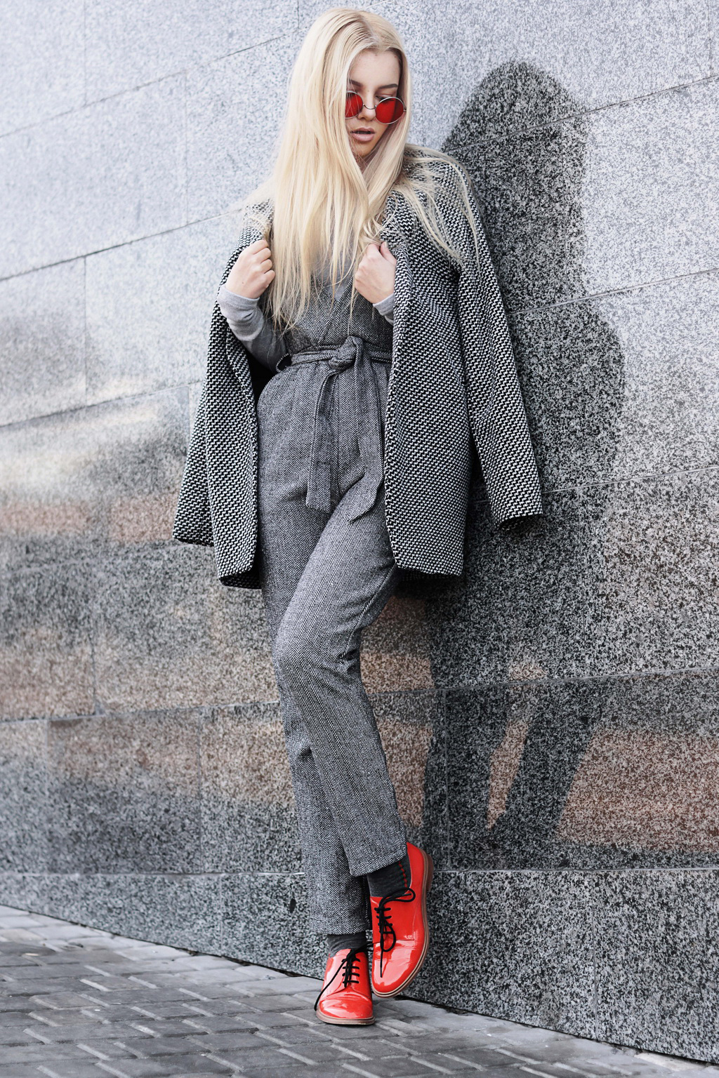 elegantniy-obraz-s-serim-palto
