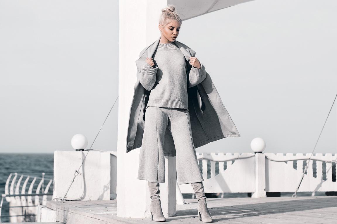 obraz-s-serim-palto-total-gray