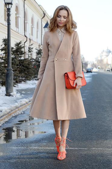 obraz-v-bezhevom-palto