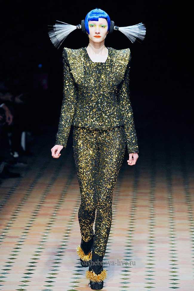 Черно золотые брюки со стразами.