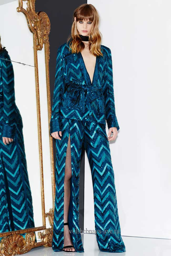 Пиджак и брюки с разрезами из пайеток голубого цвета