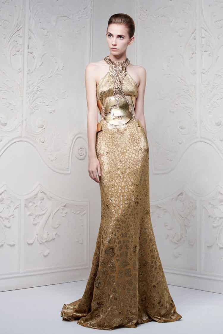 Платье из пайеток в пол золотого цвета