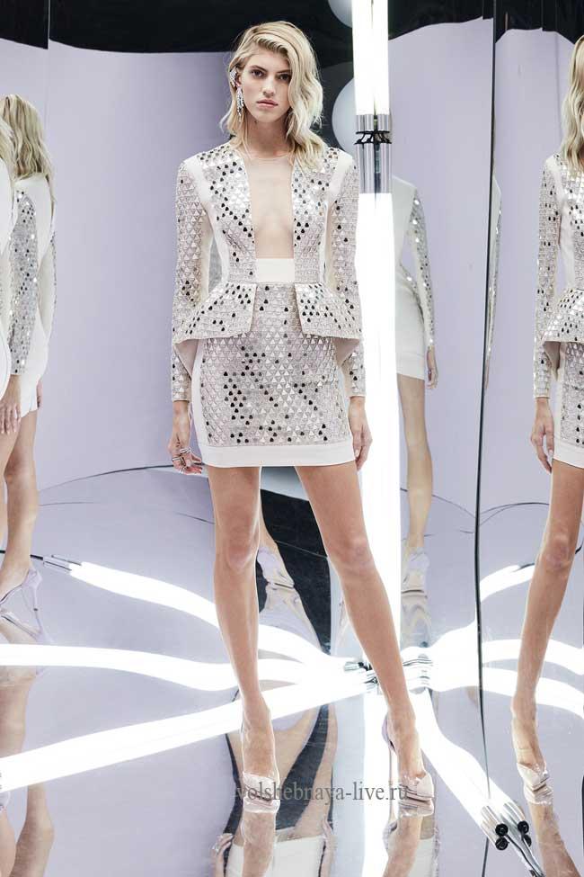 Белое платье в пайетках