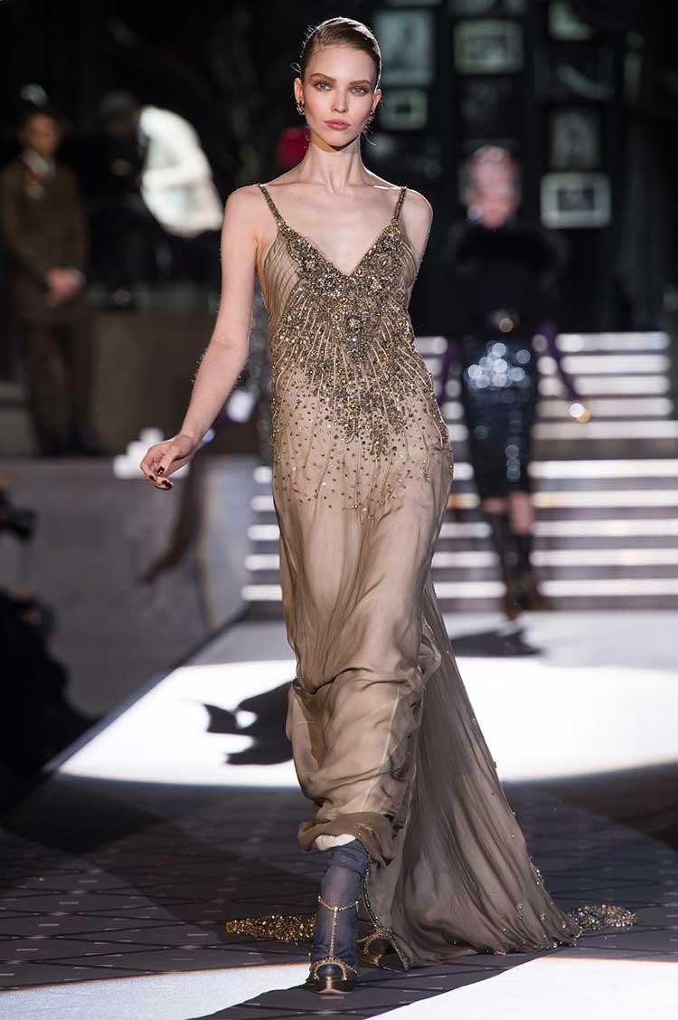 Платье из темного золота