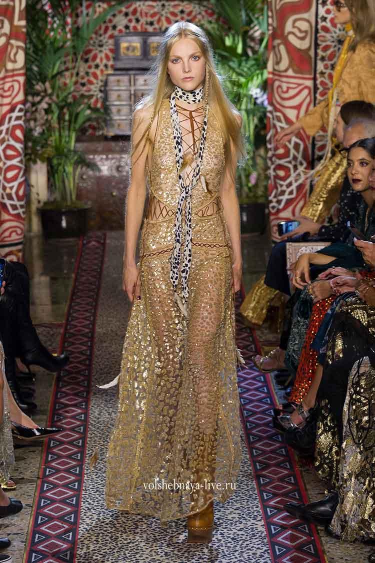 золотое платье из пайеток в пол вечернее фото