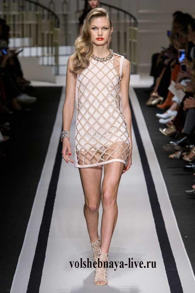 Бежевое платье с скромным блеском мини длины