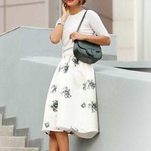 Элегантная белая юбка миди в серых цветах под туфли