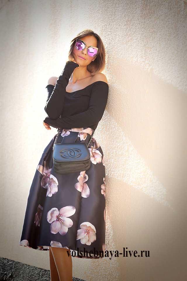 С чем носить пышную юбку с цветами миди длины