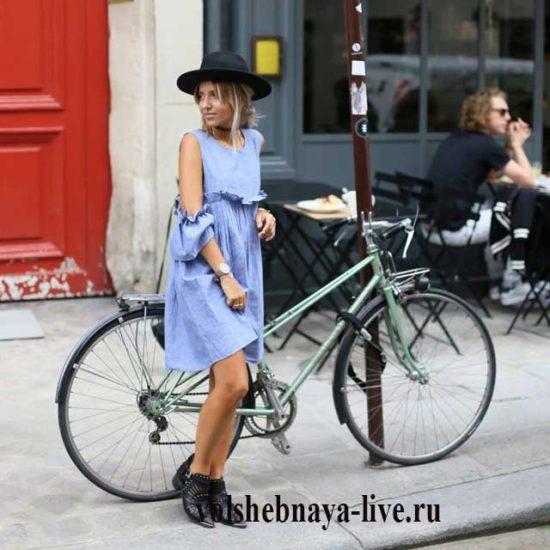 Джинсовое платье разлетайка с вырезами на плечах