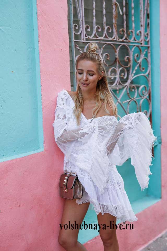 С чем носить летнее платье с открытыми плечами из белого кружева