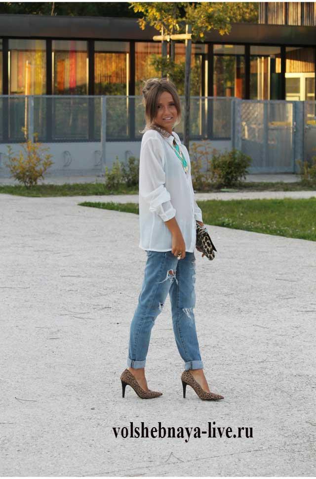 Как носить леопардовую сумку в повседневных образах с рваными джинсами