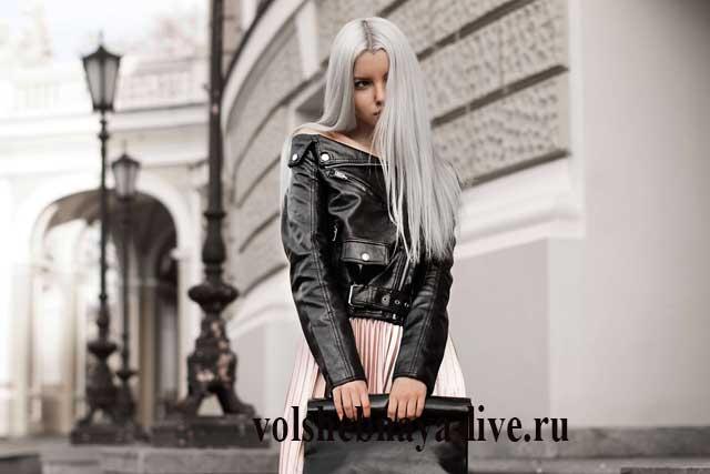 Кристина Долинская в юбке с плиссировкой