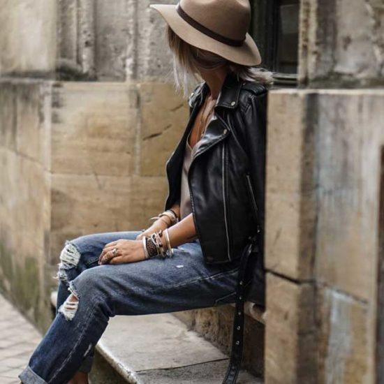 Как носить черную косуху со шляпой