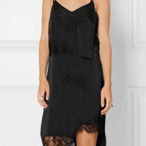 Нежное платье фасона комбинация с кружевной оборкой внизу