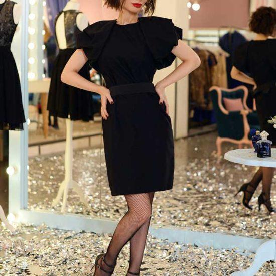 Черное коктейльное платье миди длины с рукавом фонарик