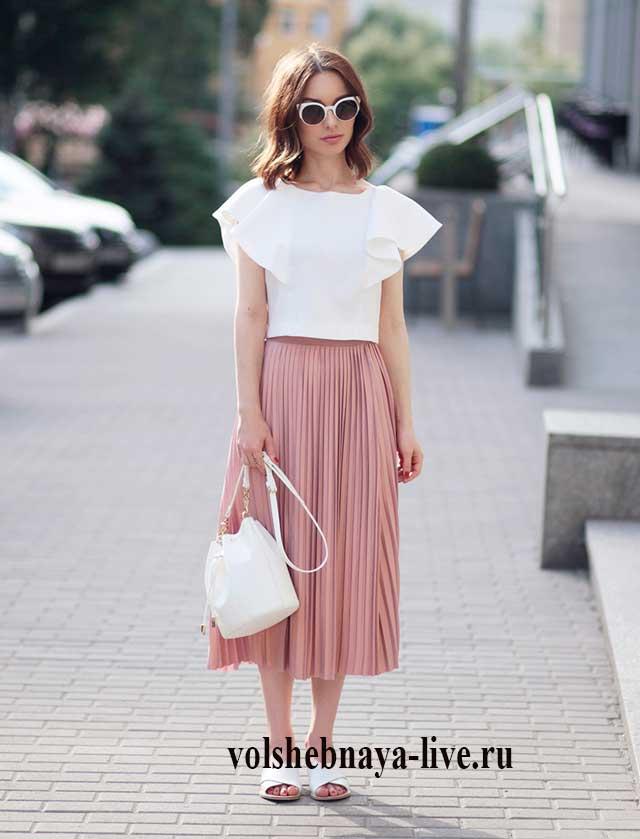 Как носить плиссированную юбку, образ от Сони Карамазовой