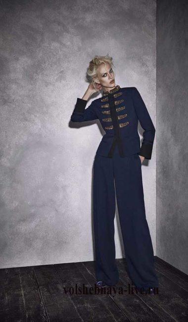 Гусарский пиджак синего цвета с брюками Alberta Ferretti resort 2017