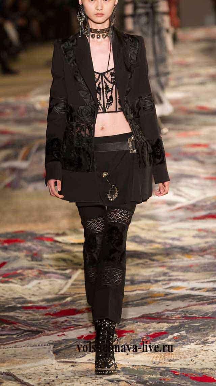 Черный пиджак и брюки Alexander McQueen весна-лето 2017