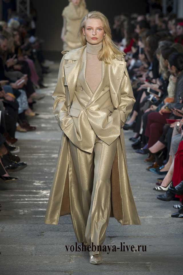 Золотые оттенке в женской одежде, показ Макс- Мара 2017