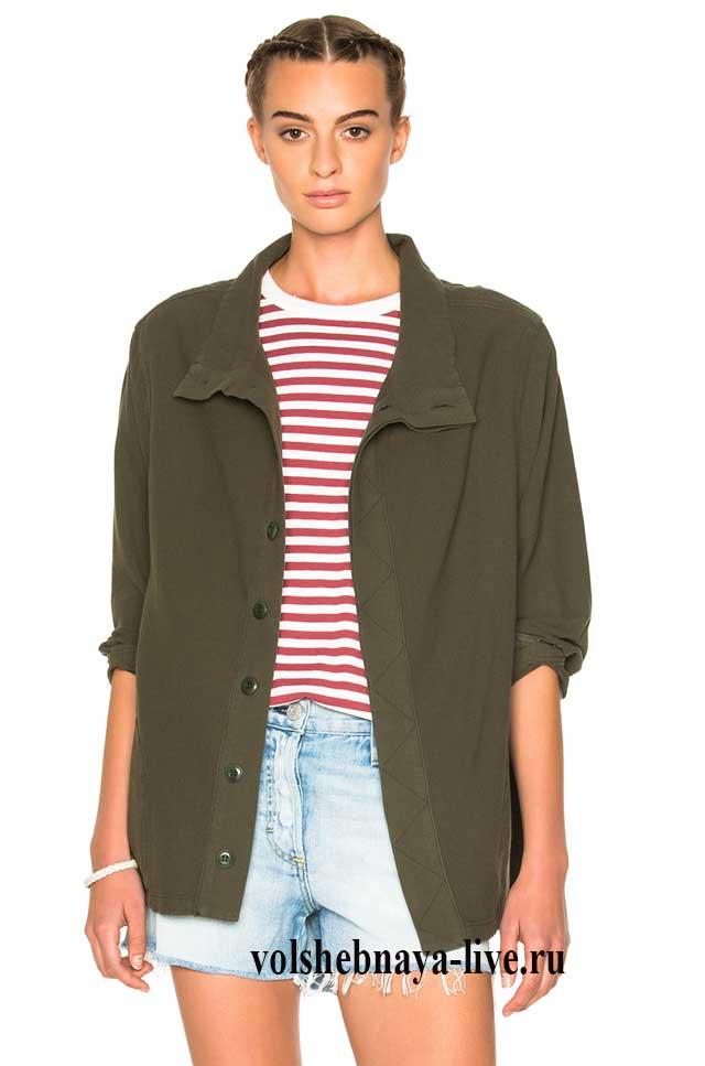 одеть пиджак цвета хаки с тельняшкой и шортами
