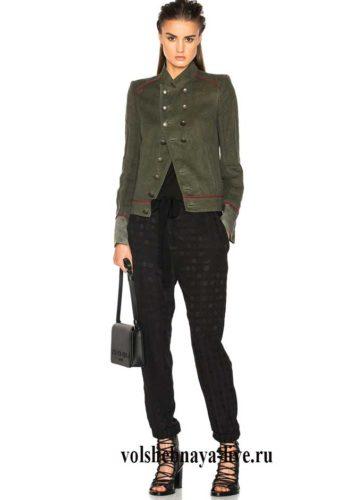 Стильный образ с пиджаком хаки и брюками чиносами