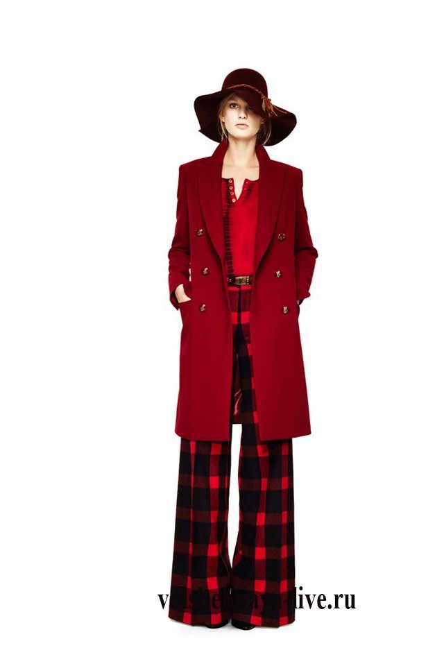 Шляпа марсала с красным пальто и бордовыми брюками