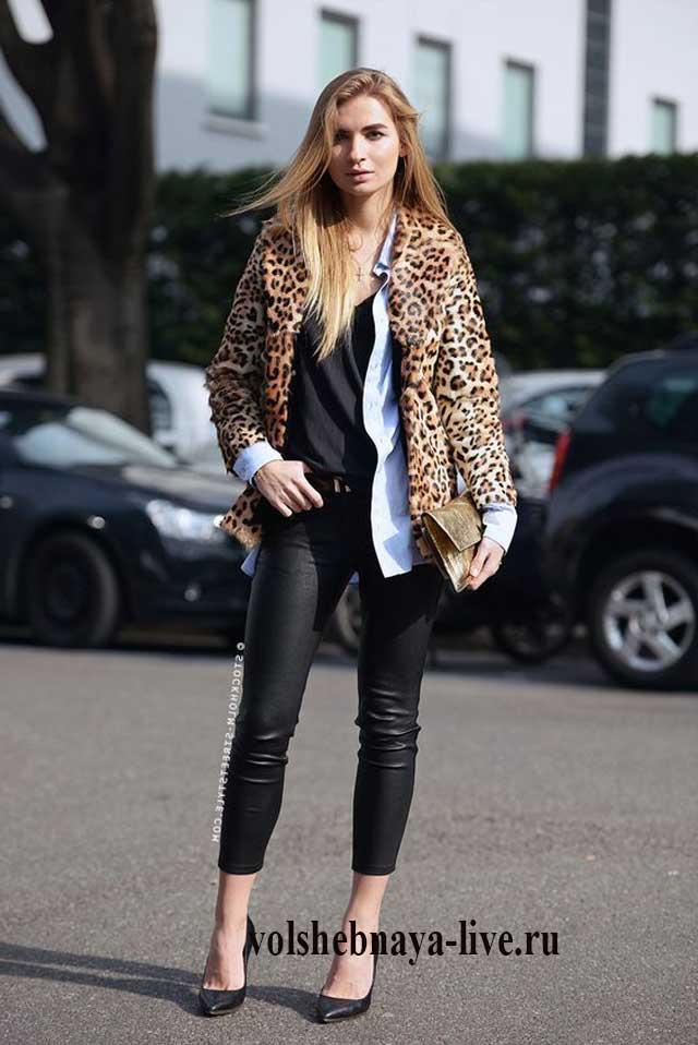 Брюки из кожи под леопардовое пальто