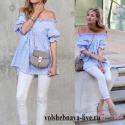 летняя блузка разлетайка с открытыми плечами и белые джинсы