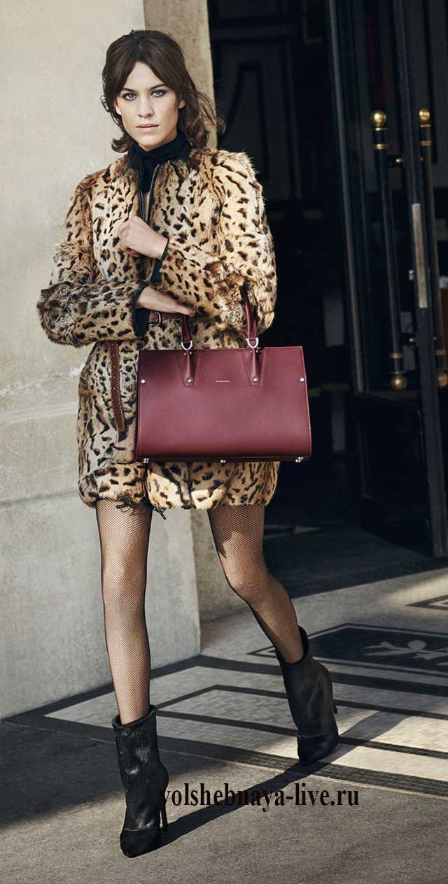 Бордовая сумка и леопардовое пальто