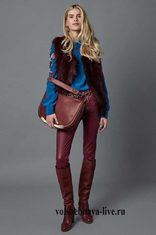 Бордовые кожаные брюки под синюю рубашку