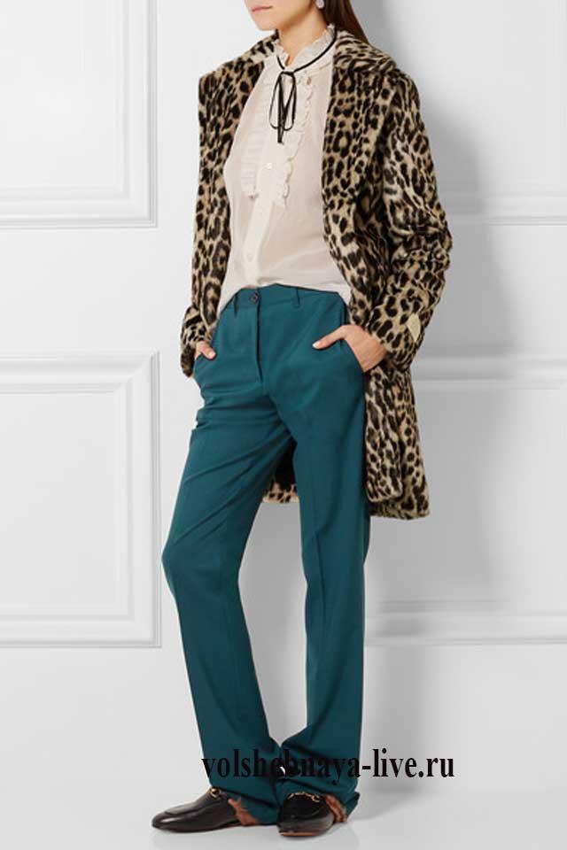 леопардовое пальто под брюки изумрудного цвета