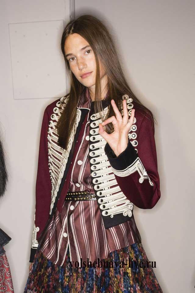 Пиджак в гусарском стиле цвета марсала