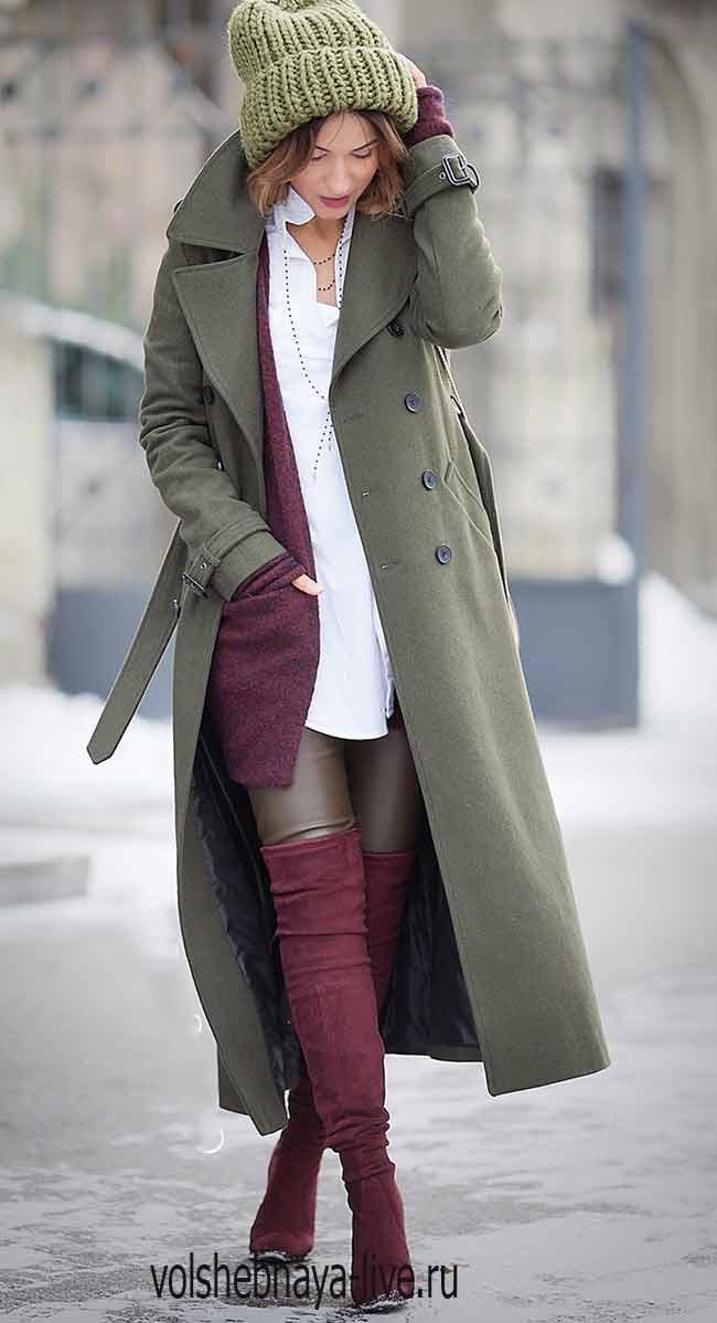 Пальто цвета хаки с бордовыми ботфортами