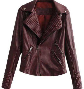 Бордовая кожаная куртка- одежда, которую стоит включить в список базового гардероба