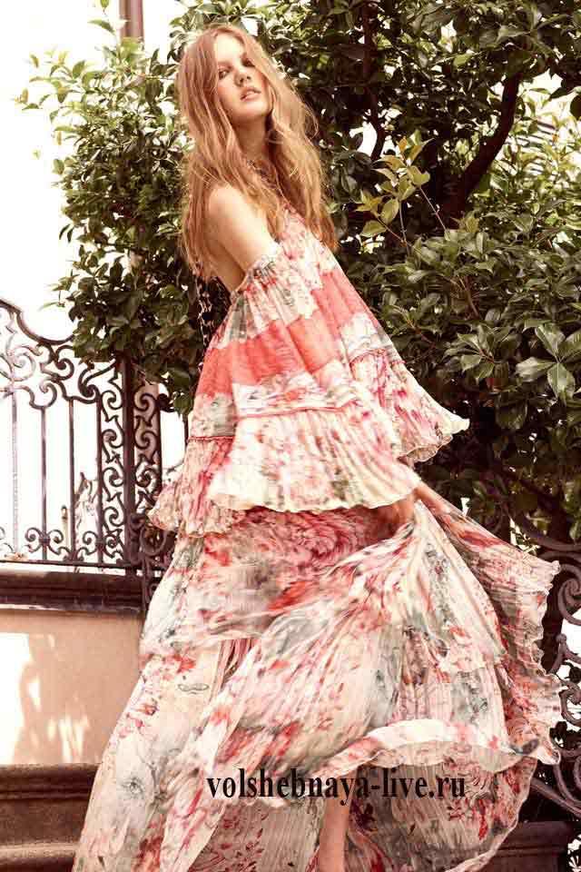 Платье разлетайка в пол с открытыми плечами Roberto Cavalli resort 2017