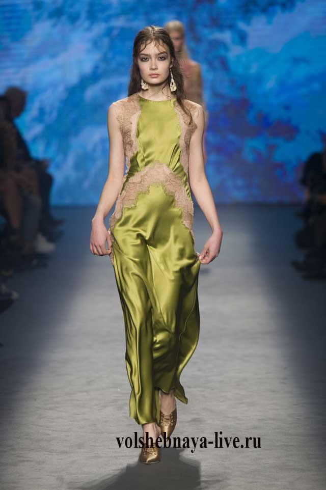 Платье в бельевом стиле цвета зеленого горошка с бежевым кружевом