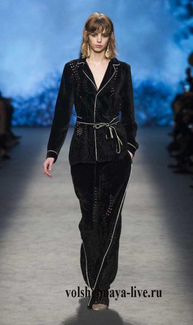 Бархатные брюки и пиджак черного цвета в бельевом стиле Альберта Феретти