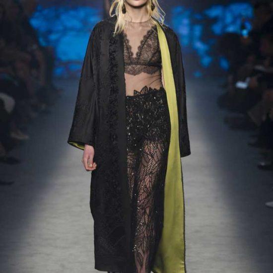Прозрачное, длинное платье из сетки с кружевными вставками