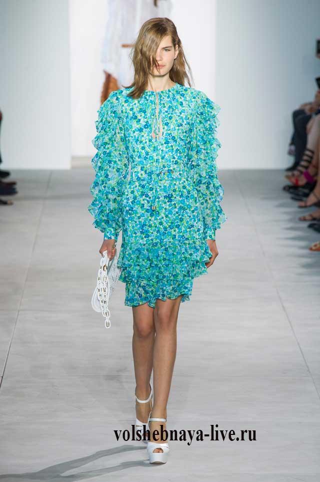 Платье цвета морской волны с рюшами