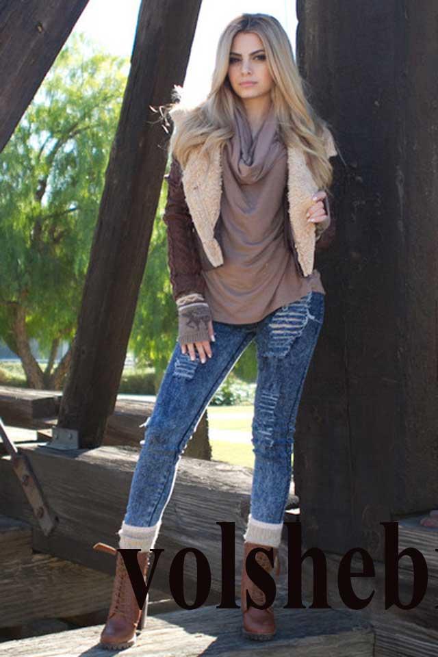 Женская дубленка с джинсами