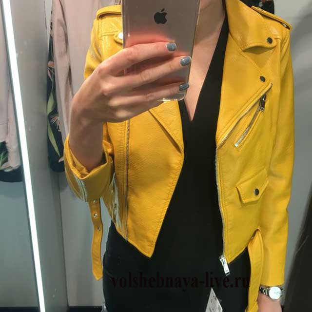 Селфи в желтой куртке