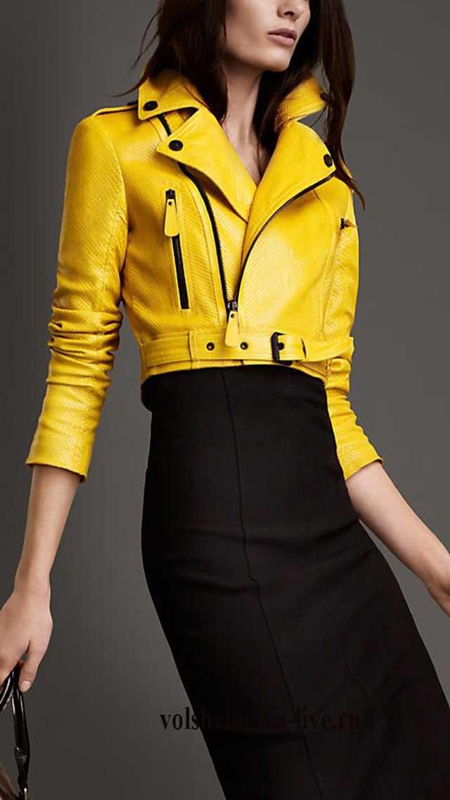 Укороченная модель кожаной куртки косухи желтого цвета