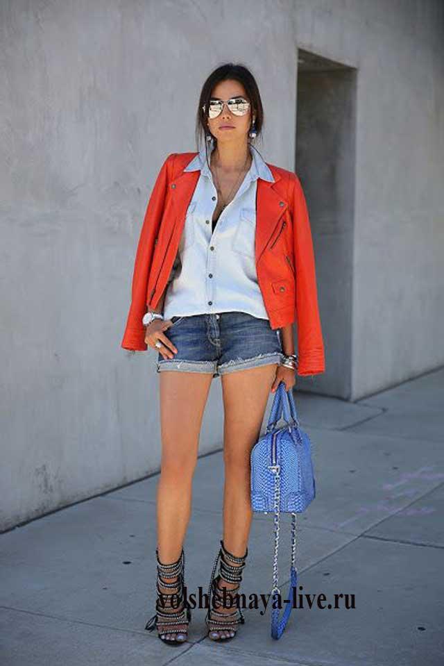 Джинсовые шорты плюс красная кожанка