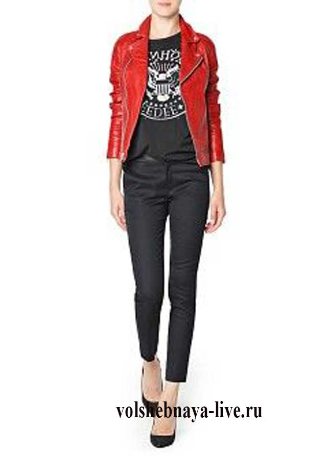 Образ с косухой красного цвета и черными джинсами на осень