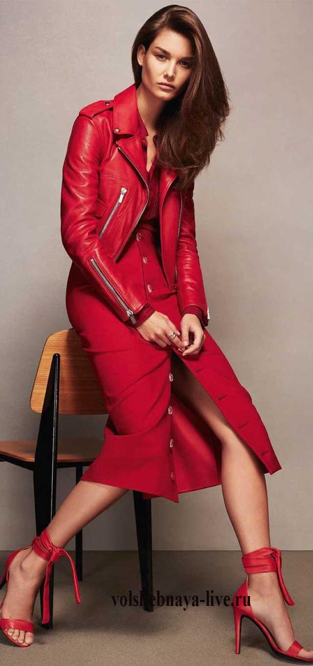 Нарядный образ с красным платьем и косухой