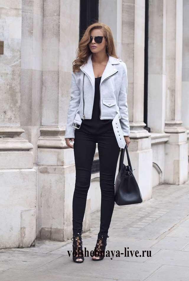 Кожаная женская куртка косуха под черные узкие джинсы