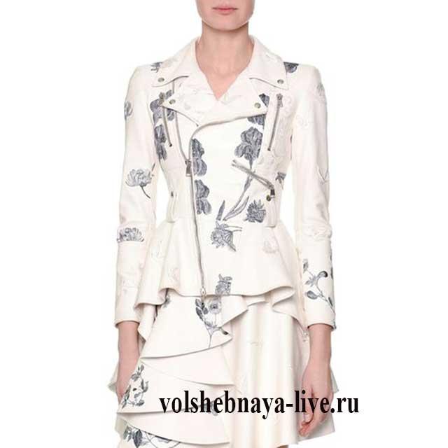 Белая косуха с цветочной вышивкой