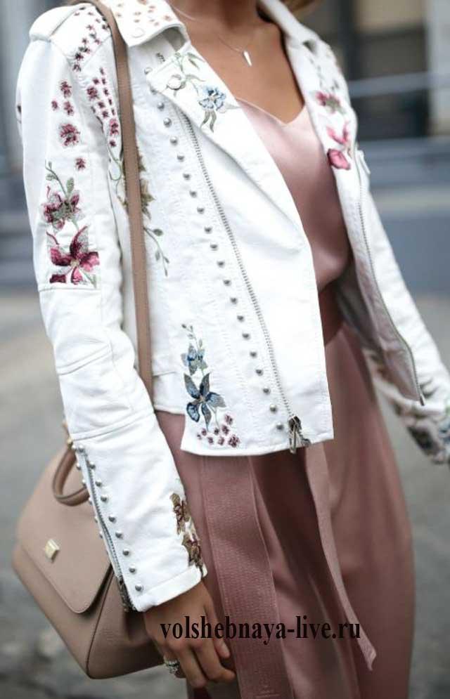 Куртка косуха с рисунком из цветов